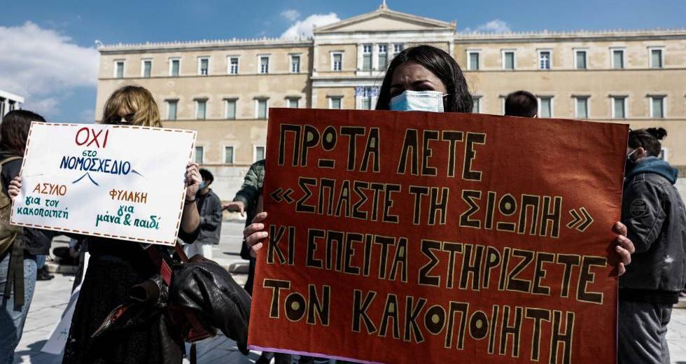 Όλοι οι δήμοι Αττικής κατά του νομοσχέδιου Τσιάρα για την υποχρεωτική συνεπιμέλεια: Να το αποσύρεις τώρα