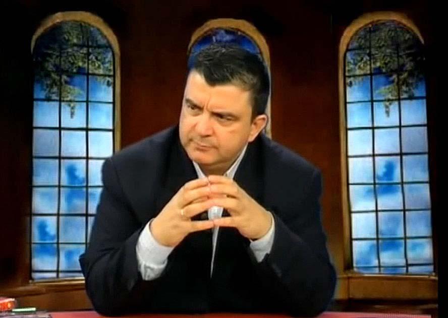 Ρε ψεκασμένοι που μπολιαστήκατε, ο Βασιλακόπουλος λέει ότι είστε πειραματόζωα – VIDEO